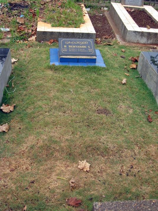 Grave of Benyamin Sueb, Karet Bivak Cemetery